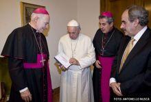 El CELAM y PPC entregan al papa Francisco el Nuevo Testamento de la Biblia de la Iglesia en América (BIA)